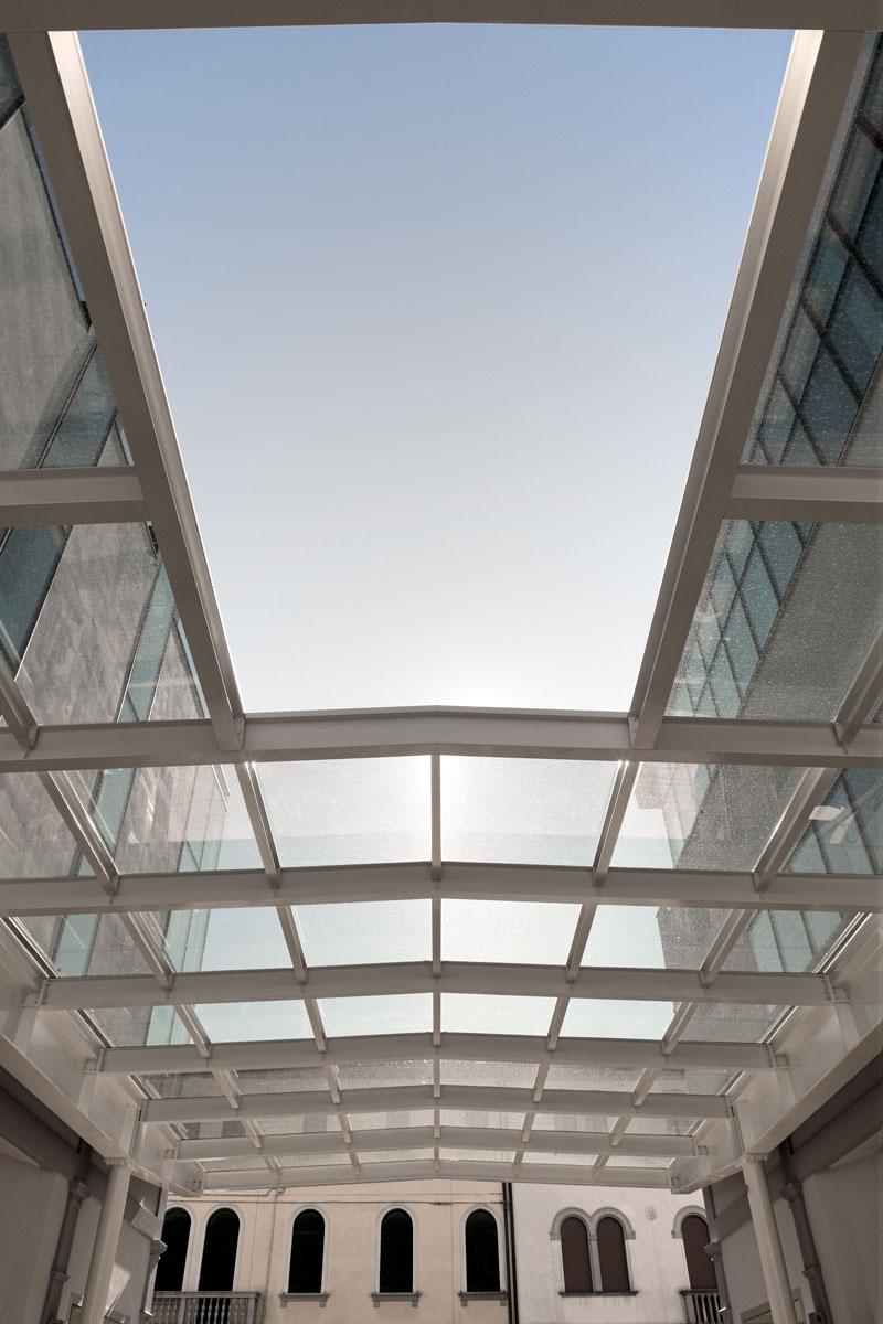 Due-edifici-una-piazza-pubblica-05